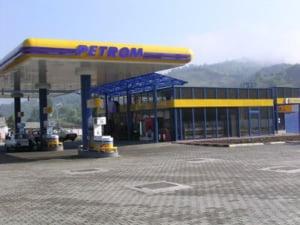 Petrom a scumpit benzina cu 7 bani/litru si motorina cu 6 bani/litru