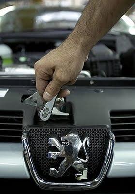 Peugeot va prezenta la salonul auto de la Paris prima masina diesel hibrid din lume