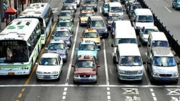 Piata auto chineza, depasita de cea americana, pentru prima data in 14 ani