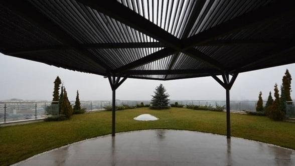 Piata caselor de lux din Bucuresti isi revine - liber la penthouse in Herastrau