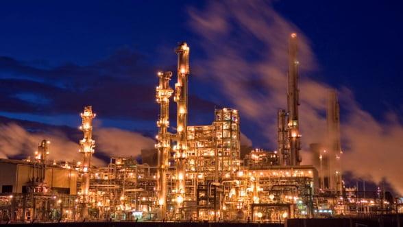 Piata este inundata de petrol. Barilul va deveni un chilipir!