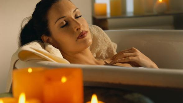 Placeri de lux - baie in apa Evian si peeling cu diamante