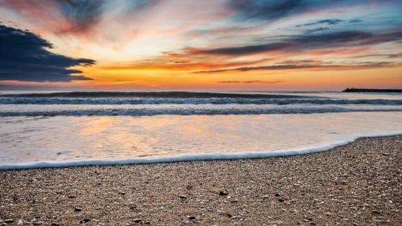Plajele de pe litoralul romanesc au fost afectate de furtunile din ultima vreme, dar autoritatile spun ca vor fi gata de 1 mai