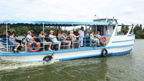 Plimbari gratuite cu vaporasele pe lacul Herastrau