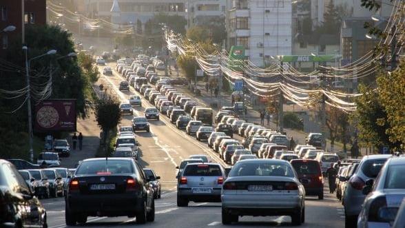 Plumb: Taxa de poluare de 1 ban pe litru de combustibil ar fi, de fapt, taxa pe consum