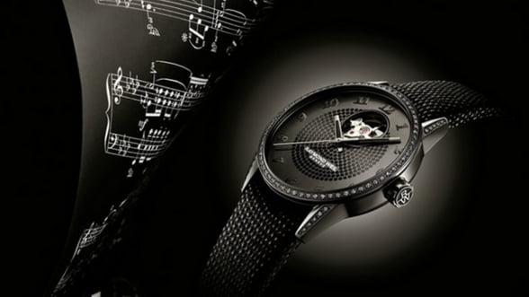 Poarta un ceas negru, cu diamante si piele: Lady Urban Black