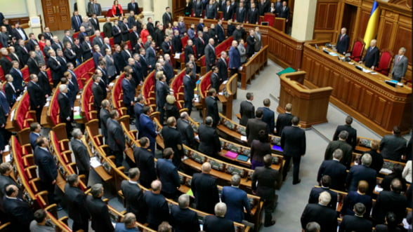 Politicienii din Ucraina, obligati sa-si declare averile: de la moaste si iahturi la milioane de dolari in numerar