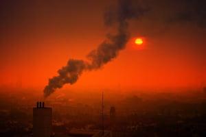 Poluarea le fura copiilor pana la 2 ani din viata. 600.000 mor anual din cauza aerului pe care il respira