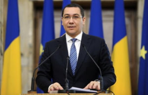 "Ponta saluta ""mesajul important pentru investitori"" dat de agentia Fitch, dar lanseaza si un atac"