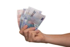 Populatia si companiile s-au imprumutat cu aproape 67,5 miliarde de lei de la banci, in primele 10 luni