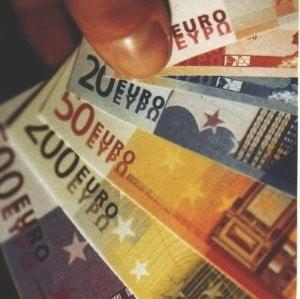Prabusirea guvernului Boc nu afecteaza cursul valutar