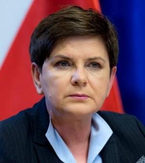 Premierul polonez a mimat ca ezita sa semneze Declaratia de la Roma