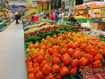 Peste 200 de producatori locali s-au unit pentru a furniza legume in hipermarketuri