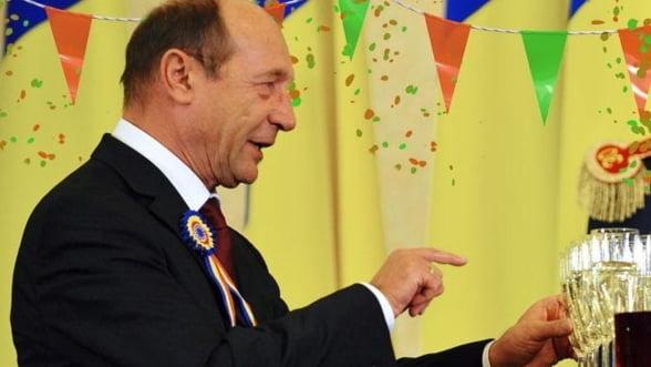 Presedintele Traian Basescu implineste, luni, 62 de ani
