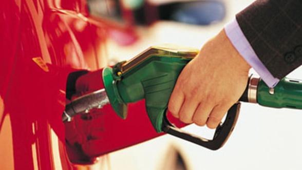 Pretul benzinei a depasit 2 euro/litru in Italia. Franta scade taxele pentru a opri majorarile