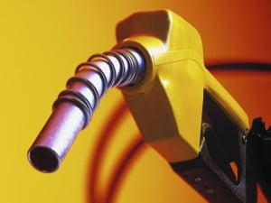 Pretul carburantilor scade sub 3 lei, pentru prima data in ultimii doi ani