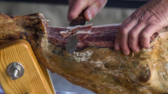 Pretul carnii de porc a crescut cu 15% fata de anul trecut. Producatori: Salamul de Sibiu, mai scump cu 10%