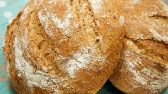 Pretul painii a scazut cu 6%, jumatate din reducerea TVA. Diferenta merge la producatori si retail