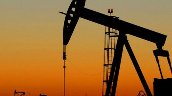Pretul petrolului, in scadere, pe fondul crizei din SUA