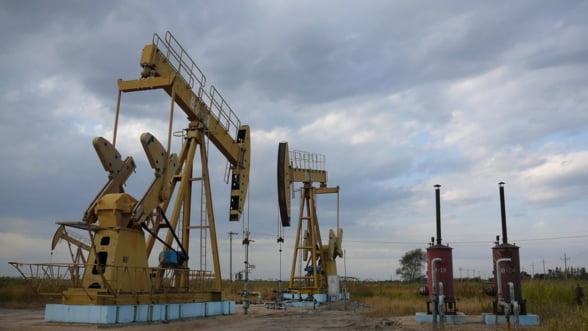 Pretul petrolului a scazut in prima decada a lunii noiembrie, pe fondul intaririi dolarului american