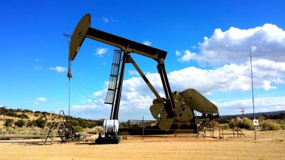 Pretul petrolului e in cadere libera. A scazut sub 35 de dolari barilul si nu se opreste