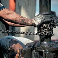 Pretul petrolului scade la 127,31 dolari pe baril