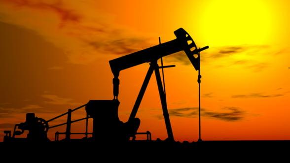 Pretul petrolului scade la minimul saptamanii