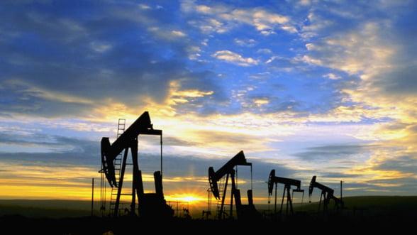 Preturile petrolului scad cu patru dolari din cauza crizei din Europa