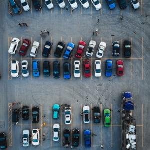 Primarii din Bucuresti cer Consiliului General cresterea taxelor de parcare. Tarifele propuse, cuprinse intre 300 si 600 de lei pe an, in functie de zona