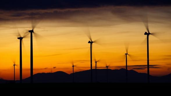 Primavara capricioasa are si avantaje: pretul electricitatii este la jumatate fata de saptamana trecuta, datorita productiei mari de energie eoliana