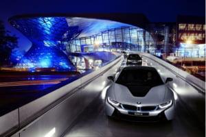 Primele masini cu faruri laser, livrate clientilor