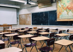 Primul raport al Comisiei de taiat hartii in Educatie: Desfiinteaza comisii si rapoarte, dar si dirigentia. Parintii, incurajati la voluntariat