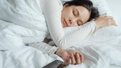 Privarea de somn cauzata de lumina albastra - Cum iti poate afecta sanatatea?