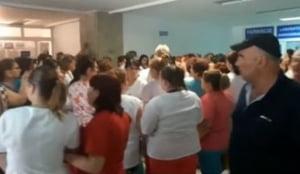 Problemele cu salariile din Sanatate nu s-au rezolvat, protestele continua: Hotii, hotii! (Video)