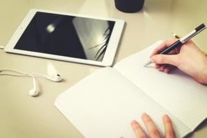 Profesorii unui colegiu din Oradea au primit tablete grafice cumparate din banii economisiti la plata utilitatilor de cand cursurile sunt predate online