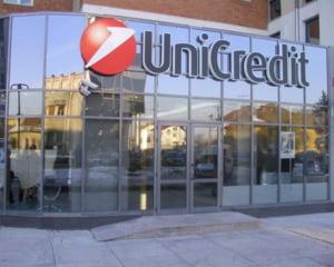 Profitul UniCredit s-a injumatatit in 2009