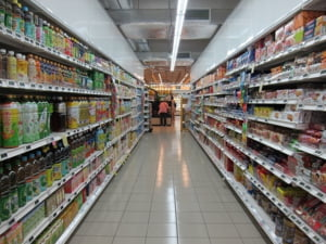 Programul de Craciun al supermarketurilor, mall-urilor, bancilor si Postei