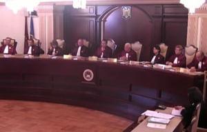 Proiectul prin care se sporeste imunitatea judecatorilor CCR, avizat pozitiv in comisia juridica a Senatului