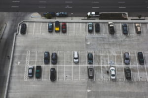 """Proprietarii locurilor de parcare vor putea sa le inchirieze contracost. """"Ar putea sa castige chiar si 100 de euro lunar"""""""