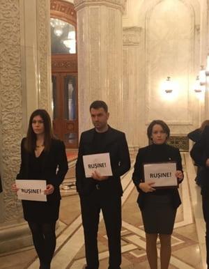 """Protest USR la Parlament. Ghinea face LIVE TEXT: """"Tariceanu isterizat, scandal, aproape lesinuri la pesedisti"""" (Video)"""