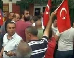Protest la Ambasada Turciei din Bucuresti: Suntem alaturi de cei care vor o Turcie democrata si seculara