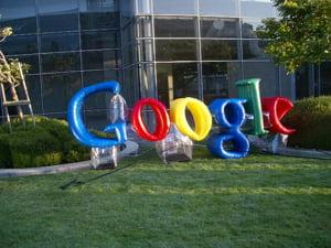 Protest la sediul Google fata de propunerea companiei de a trata informatiile online diferit