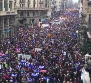 Protest urias la Barcelona: 160.000 de spanioli au iesit in strada pentru a cere primirea urgenta a refugiatilor