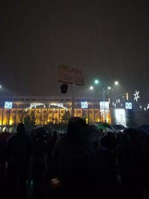 Protestatarii au rezistat in apararea Justitiei in frig si ninsoare. Conflict cu jandarmii la Parlament