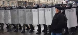 """Proteste in Belarus fata de """"taxa parazitilor"""": Sute de persoane au fost arestate, inclusiv jurnalisti si un lider al opozitiei"""
