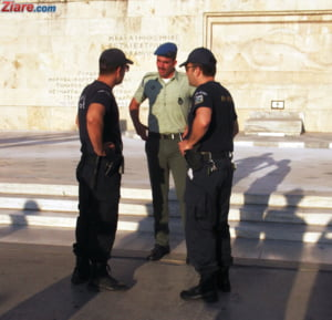 Proteste violente la Atena: Greci satui de austeritate, sticle incendiare si gaze lacrimogene (Foto)
