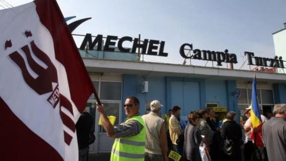 Protestele de la Mechel Campia Turzii continua: Muncitorii au blocat drumul E60