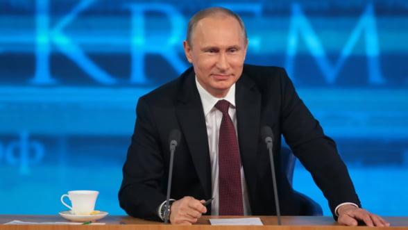 Putin, in fata natiunii: Rusia sa nu-si consume rezerva valutara pentru rubla