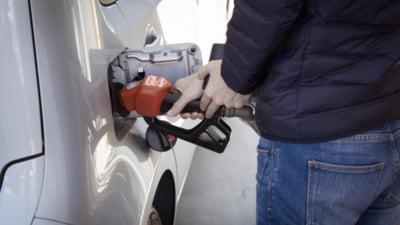 Raţionalizarea carburanţilor provoacă cozi interminabile la benzinăriile din Marea Britanie. Guvernul ia în calcul emiterea unor vize temporare de muncă pentru străini