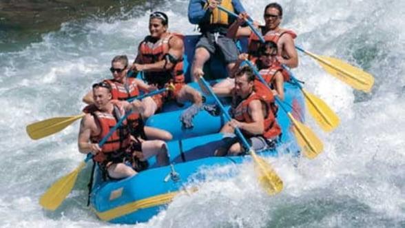 Rafting in Romania: Adrenalina extrema, aproape de casa